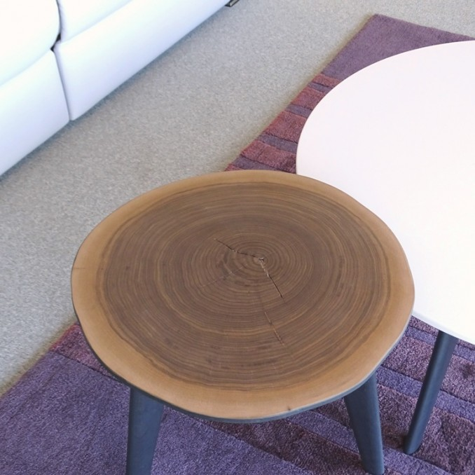 Petite table contemporaine