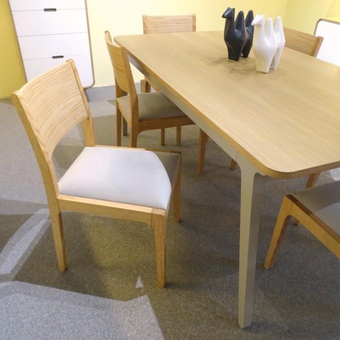 Table de repas contemporaine