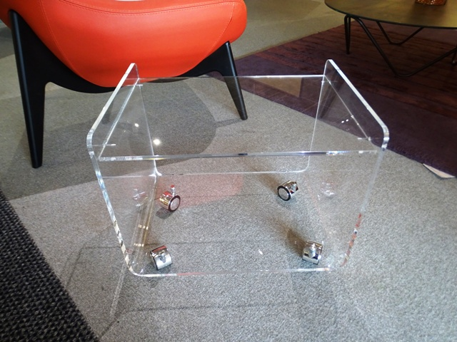 Petite table roulante