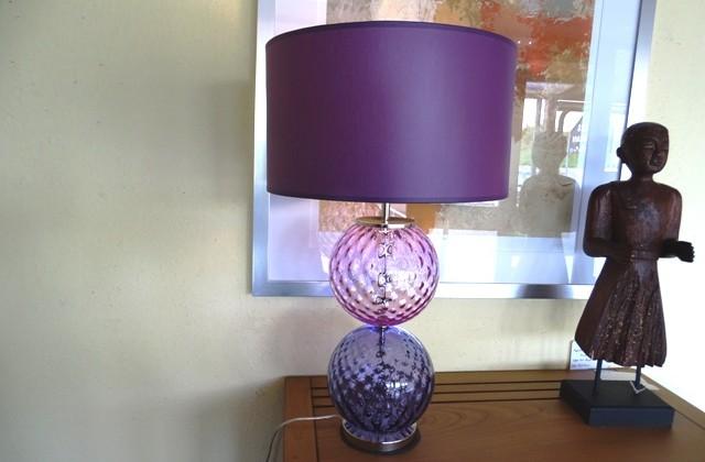 Lampe en verre rose et violet